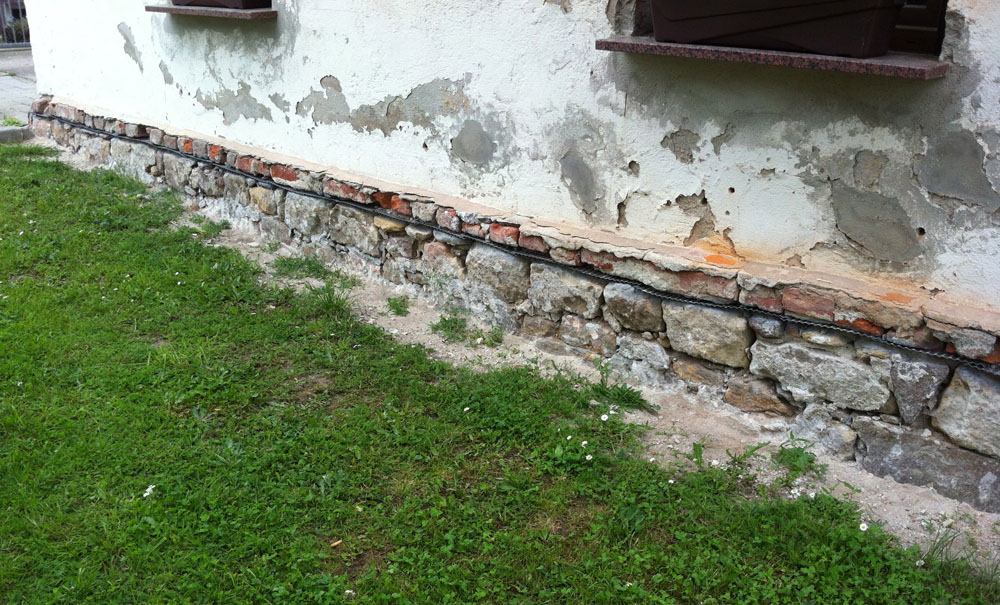 Horizontalsperre oberhalb Bruchsteinmauerwerk -